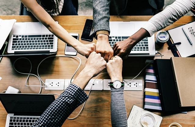 Kto potrzebuje wirtualnego biura i co na tym zyskuje?