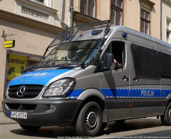 Policja Augustów: Nie bądźmy obojętni-policjanci sprawdzają, informują, pomagają